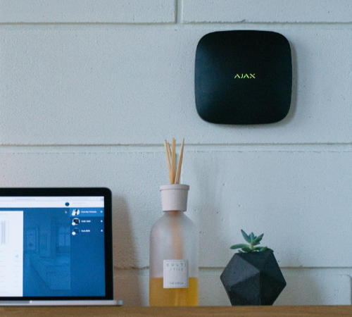 Ajax Hub : un design élégant pour une alarme maison à la pointe de la technologie