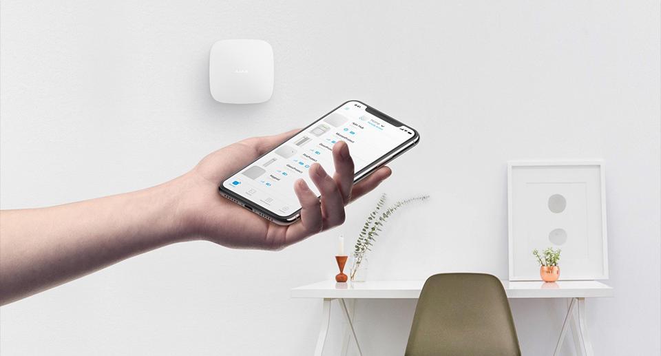 Le système d'alarme Ajax System se pilote simplement via un Smartphone